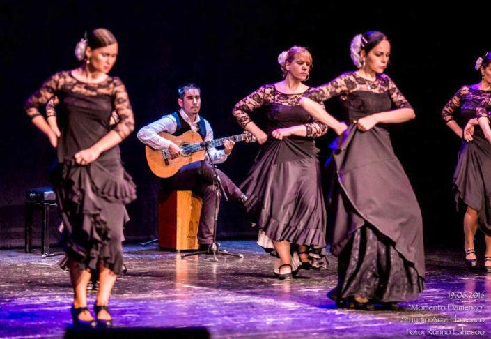 Arte Flamenco õpilased ja Jorge Arena siguiriyas Momento Flamenco (2016)